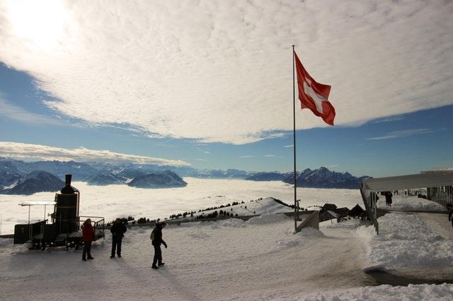 Dlaczego warto podróżować do Szwajcarii busem?
